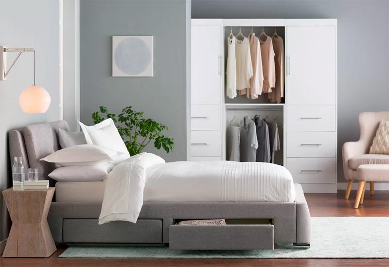 Hộc nhỏ bên dưới giường, giúp bạn sắp xếp chăn, gối, đệm thật gọn gàng