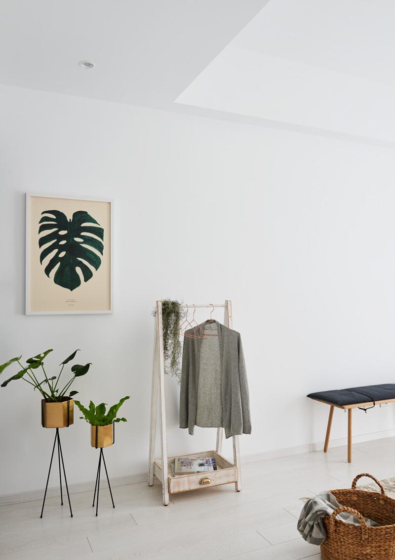 Kệ treo quần áo màu gỗ đơn giản