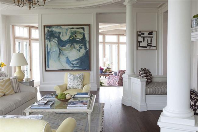 Bức tranh treo tường với kích thước được lựa chọn để đảm bảo trông cân xứng và nổi bật nhất trên mảng tường