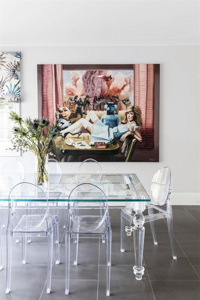 Chắc chắn bức tranh này sẽ là điều khiến bạn chú ý đến đầu tiên ngay khi vừa đặt chân vào căn phòng ăn của gia đình