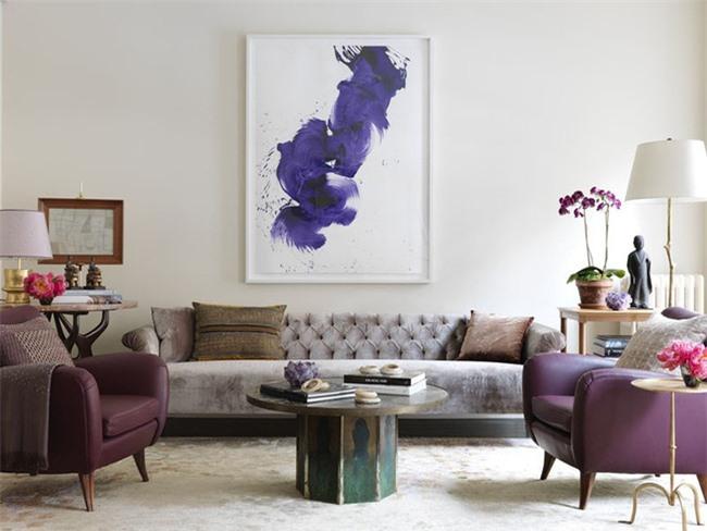 Việc lựa chọn những bức tranh có kích thước to đôi khi không căn cứ vào diện tích bức tường mà là với những món đồ nội thất của căn phòng
