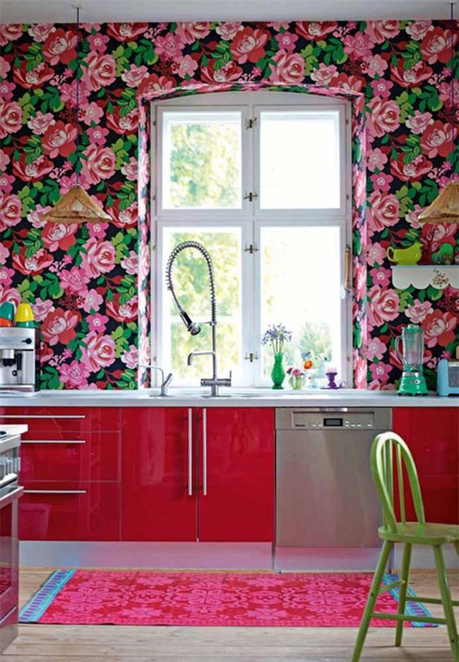 Căn phòng bếp nhỏ đầy màu sắc mang hơi thở của mùa xuân đến gia đình