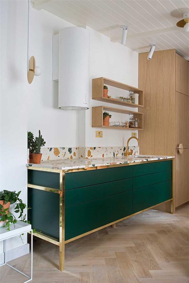 Bằng màu sắc, bạn có rất nhiều cách làm để khiến căn bếp gia đình mình thêm phần thu hút