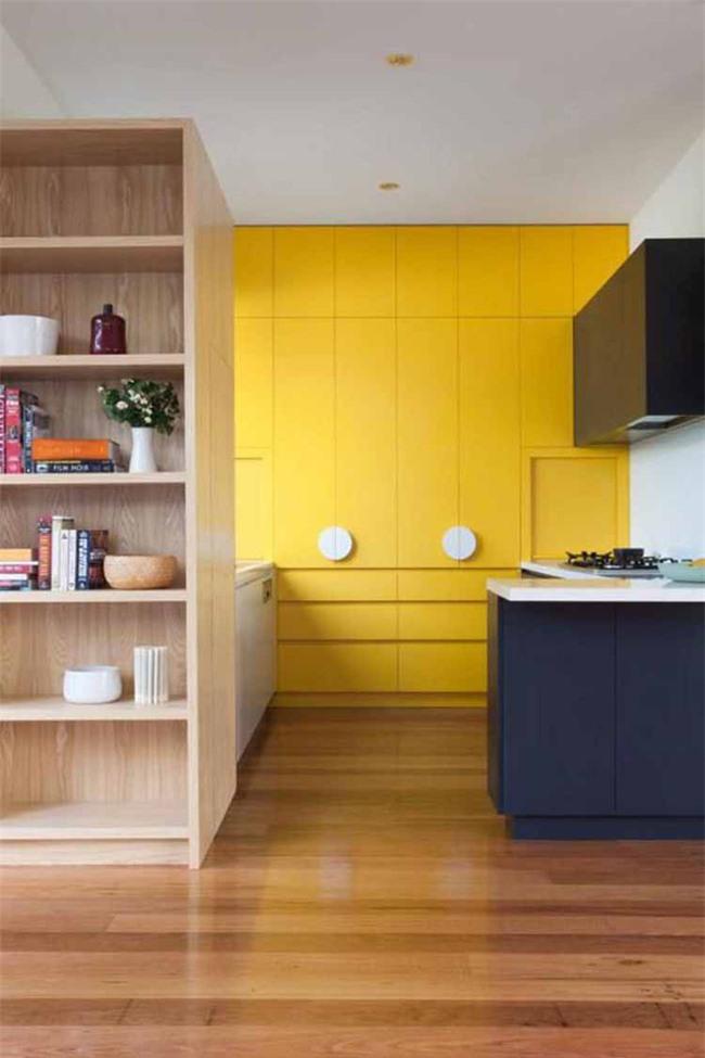 Những bộ tủ bếp với những gam màu tươi sáng là lựa chọn của rất nhiều gia đình trẻ hiện nay