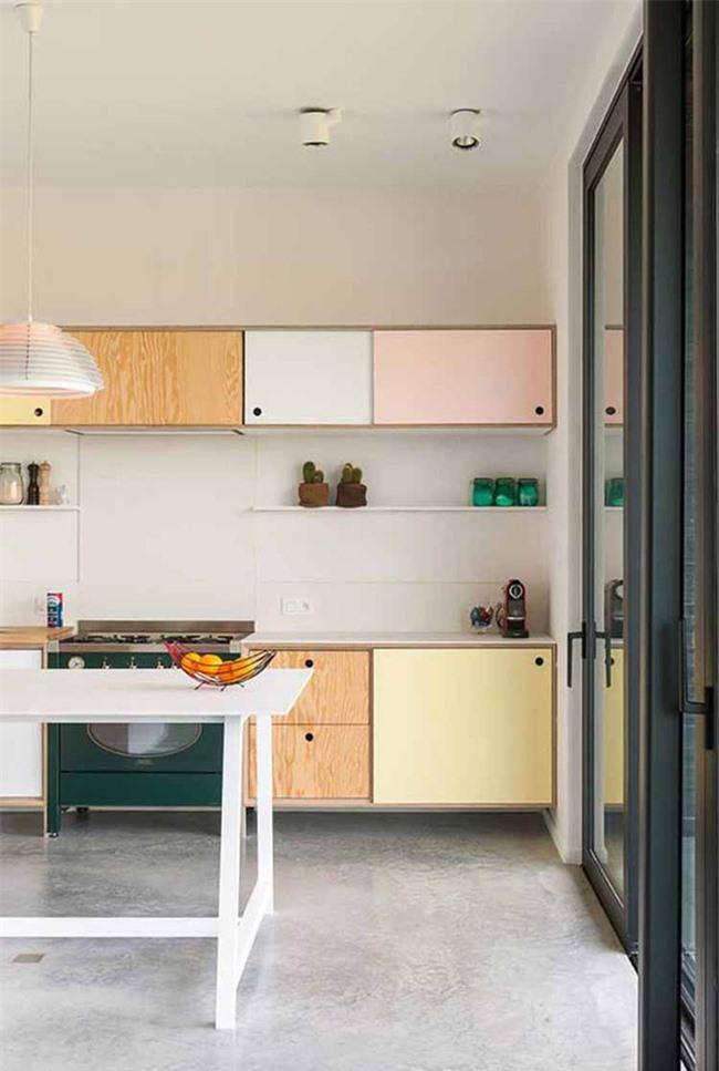 Sử dụng màu sắc và họa tiết trang trí nhà bếp là cách làm đơn giản mà vô cùng hiệu quả