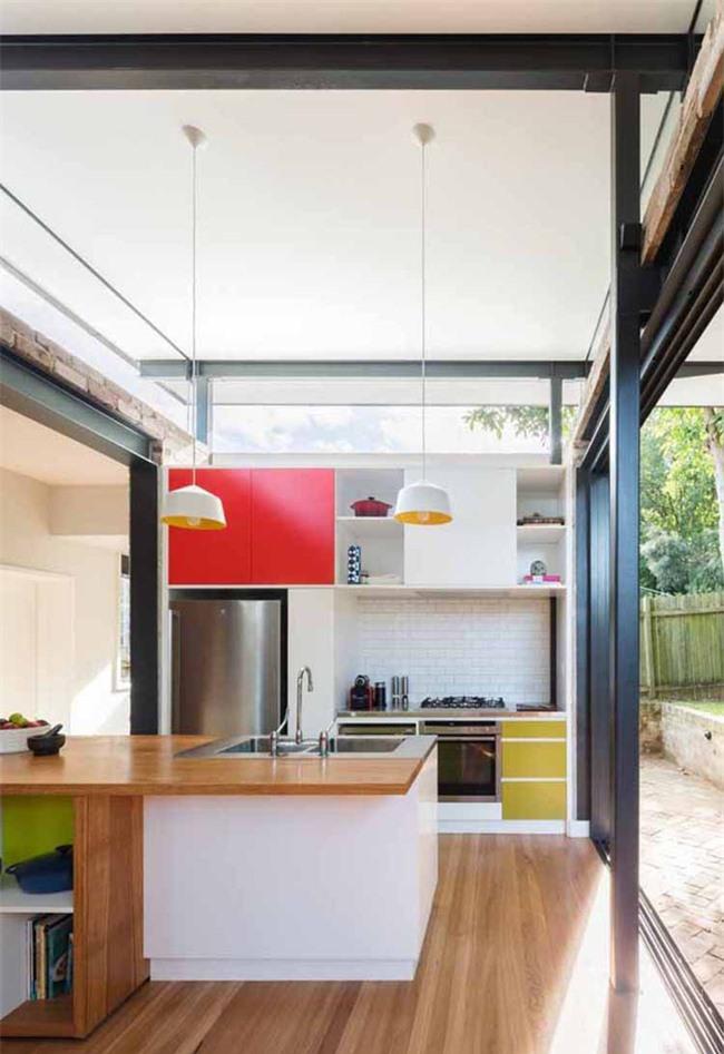Bạn hoàn toàn có thể tạo ra được một căn bếp hiện đại, đầy sức sống với màu sắc như thế này