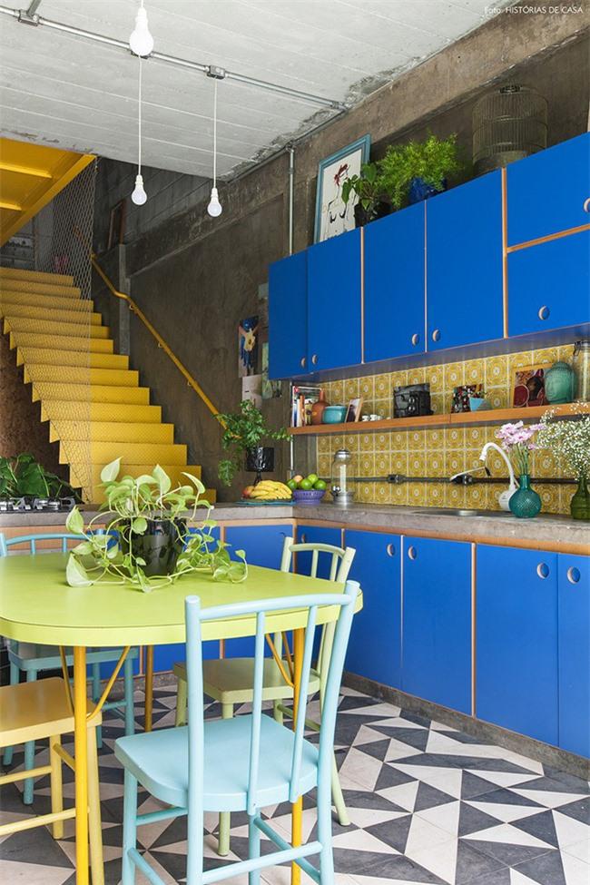 Những căn bếp nhiều màu sắc tươi sáng luôn mang đến người dùng nhiều năng lượng và sức sống