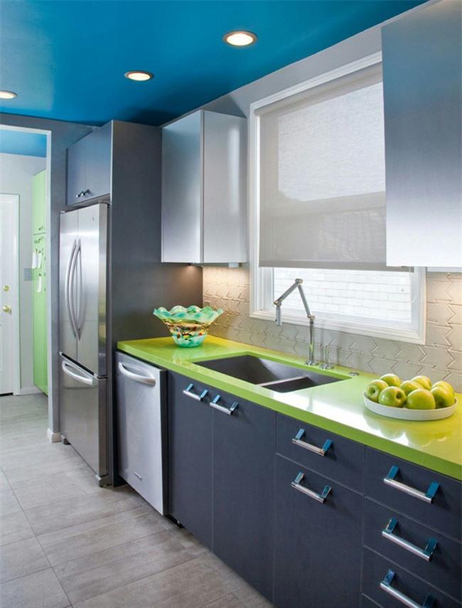 Căn bếp được trang trí bằng màu sắc tươi sáng cũng là nguồn cảm hứng cho việc chế biến những món ăn ngon cho cả gia đình