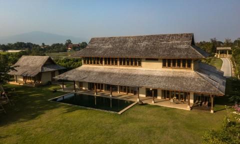 Ngôi nhà của gỗ và đất