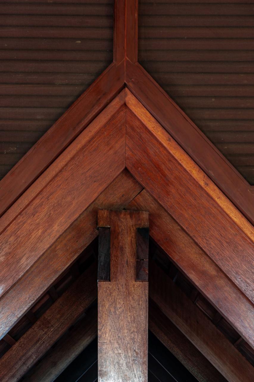 Phần mái gỗ truyền thống