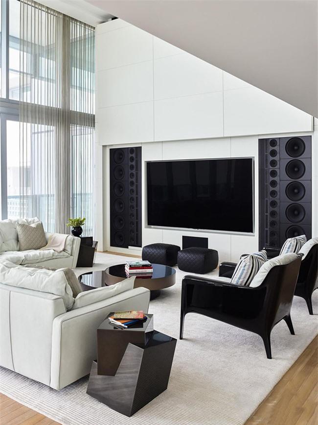 Những món đồ trang trí trong phòng khách có nhiệm vụ tạo điểm nhấn và khiến không gian căn phòng thêm phần sinh động.
