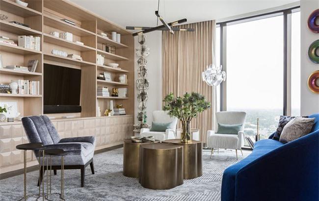 Những món đồ phụ kiện trang trí phòng khách bạn có thể cần có như đèn trang trí, thảm trải sàn, tranh treo tường.