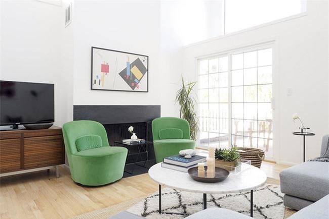 Đó chính là lý do mà bạn cần tham khảo những thiết kế phòng khách mẫu hoàn hảo và học hỏi những mẹo trang trí phòng khách.