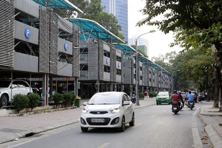 Nhà để xe cao tầng trên phố Nguyễn Công Hoan. Ảnh: Thanh Hải