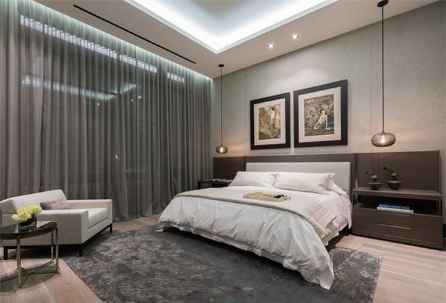 Vì đã quen thuộc với hình ảnh đèn để bàn bên trong phòng ngủ nên khi sử dụng đèn thả bạn sẽ có cảm giác khá mới mẻ, thích thú