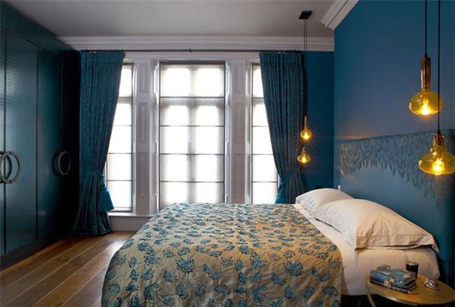 Dù nhỏ bé nhưng bạn sẽ không thể phủ nhận được sức thu hút của đèn thả trang trí khi xuất hiện bên trong phòng ngủ