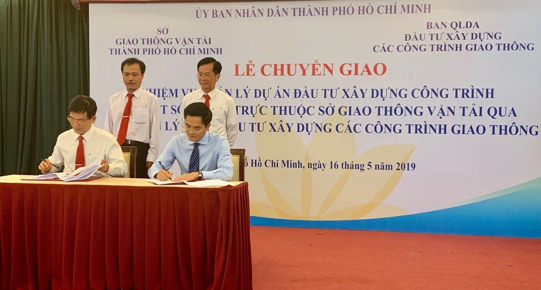Trước đó, Sở GTVT TP.HCM đã làm lễ chuyển giao hơn 400 dự án qua Ban Quản lý dự án giao thông