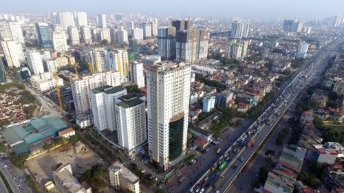 Một tuyến đường tại Hà Nội có nhiều dự án chung cư. Ảnh: Giang Huy
