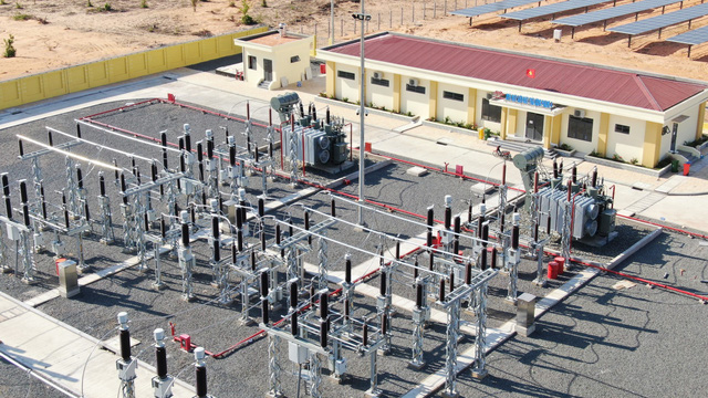 Nhiều doanh nghiệp BĐS đang lấn sân đầu tư sang các lĩnh vực hạ tầng sân bay, nhiệt điện (Ảnh: Nhà máy điện mặt trời Hồng Phong)