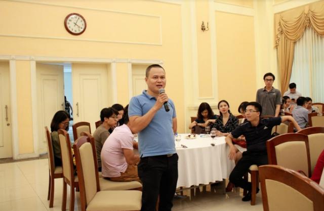 Phóng viên tham dự cuộc gặp mặt báo chí đặt câu hỏi cho Thứ trưởng Lê Quang Hùng