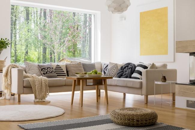 Tay vịn và lưng ghế sofa lớn không còn phổ biến nữa. Hình dạng đơn giản và kích thước nhỏ đang trở thành xu hướng trong thiết kế nội thất hiện đại.
