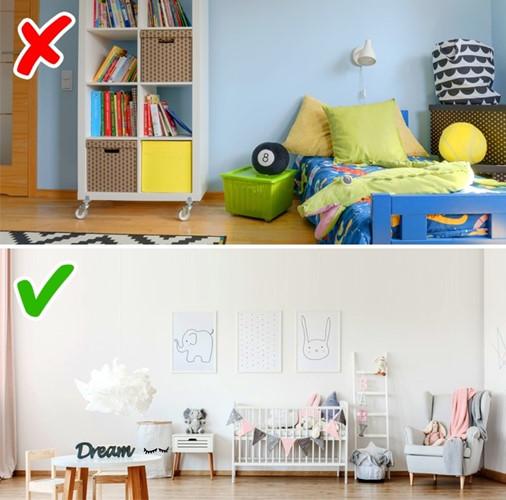 Theo xu hướng hiện đại, phòng của trẻ không cần quá sặc sỡ. Gia chủ có thể trang trí nhiều đồ chơi nhằm phát triển khả năng tư duy của trẻ.
