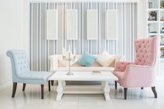 Sofa và ghế bành giống nhau là một trong những nguyên tắc thiết kế nội thất được nhiều người áp dụng từ trước. Nhưng giờ đây, bạn hoàn toàn có thể mua ghế bành khác với ghế sofa để tạo điểm nhấn trong căn phòng.