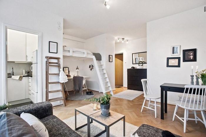 Tưởng ằng căn hộ nhỏ không thể tạo ra một không gian làm việc hiệu quả nhưng giường gác xép đã hóa giải hạn chế đó. Ảnh: Freshome.