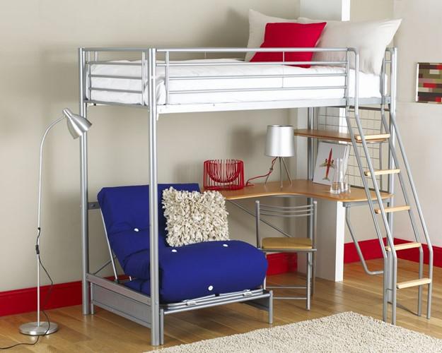 Góc nhỏ đa năng tích hợp giường ngủ, bàn làm việc và ghế ngồi thư giãn. Ảnh: Houzz.