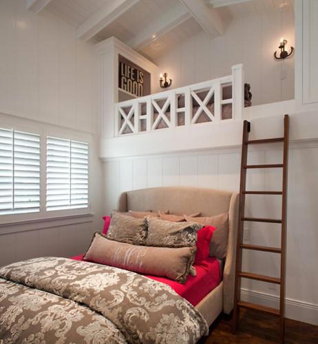 Thêm không gian dành cho phòng khách khi lựa chọn mẫu giường ngủ này. Ảnh: Houzz.