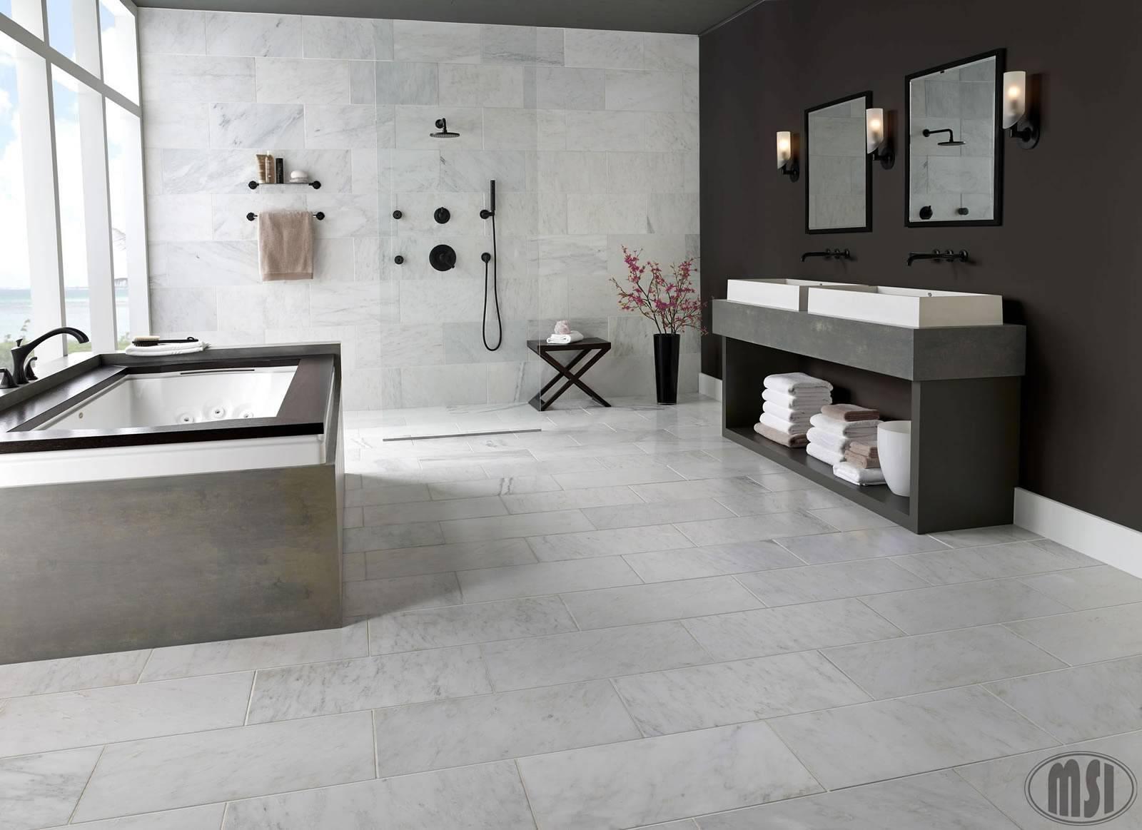 Một trong những lợi ích của gạch đá cẩm thạch Arabescato Carrara là một số kích thước có sẵn đã được mài hoàn hảo để dùng cho phòng tắm