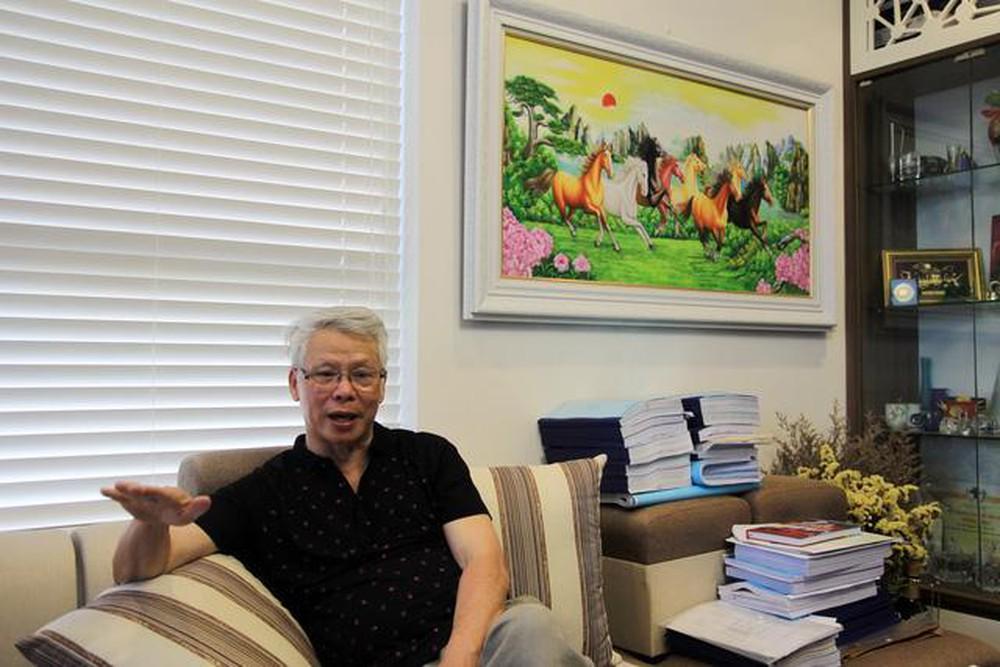 Th.S Đỗ Thanh Bái, chuyên gia môi trường, Phó Chủ tịch kiêm Tổng Thư ký Hội Hoá học Việt Nam trao đổi với PV Báo Gia đình & Xã hội. Ảnh: Bảo Loan