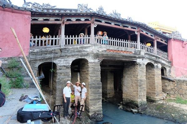 Nhóm nghiên cứu ĐH Bách khoa khảo sát, đánh giá hiện trạng kết cấu di tích chùa Cầu