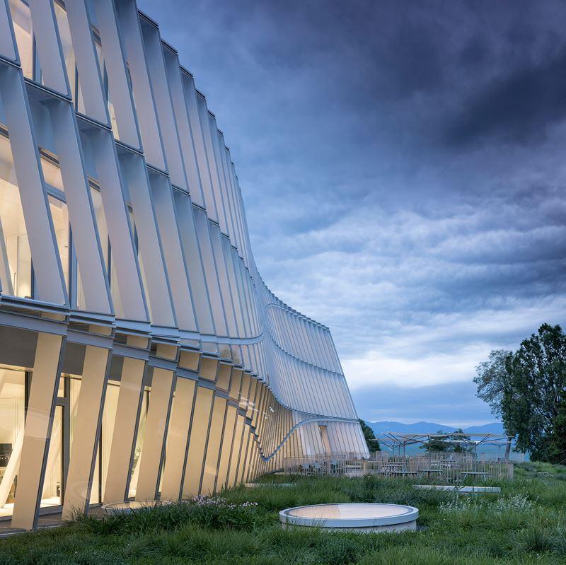 Olympic House được tạo thành từ 5 yếu tố rõ ràng: Chuyển động, minh bạch, linh hoạt, bền vững và hợp tác.