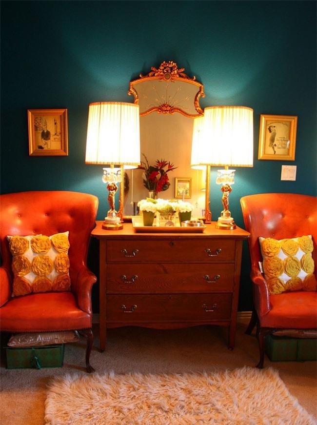 Xanh đậm và cam là một sự kết hợp màu sắc tuyệt vời và tươi sáng cho những người muốn một bảng màu bổ sung