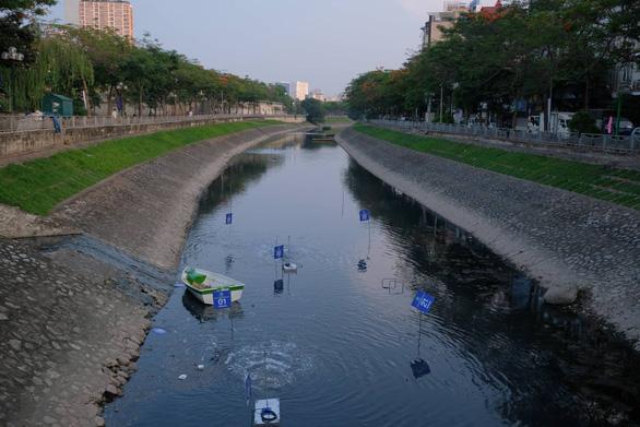 Đề xuất cống hoá sông Tô Lịch đã vấp phải nhiều ý kiến phản biện. Ảnh: Bảo Loan