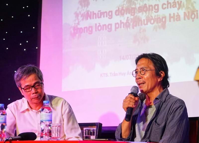 Tác giả KTS. Trần Huy Ánh (trái) và nhà nghiên cứu Hà Nội Nguyễn Ngọc Tiến