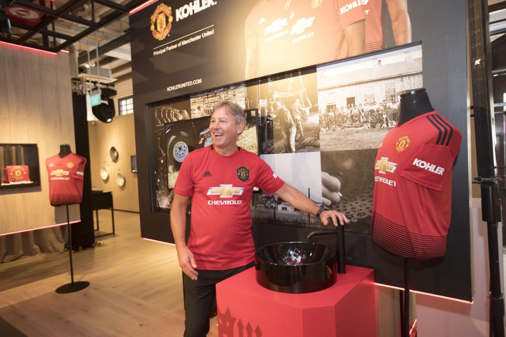 Bryan Robson, cựu cầu thủ và huyền thoại bóng đá Manchester United, đến tham dự lễ kỷ niệm đặc biệt này