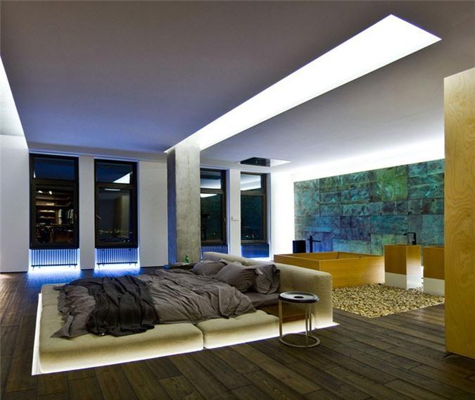 Căn phòng ngủ có thiết kế hết sức đơn giản nhưng lại khiến biết bao người xuýt xoa nhờ có hệ thống đèn led chìm vô cùng ấn tượng
