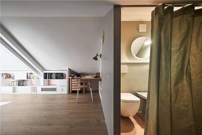 Sử dụng rèm cửa thay vì cửa truyền thống giúp tiết kiệm không gian quý giá ở tầng lửng