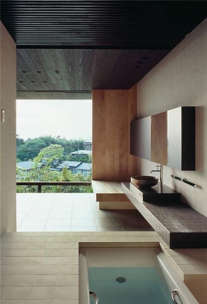 Phòng tắm tối giản với sân thượng với bồn tắm chìm để có những trải nghiệm không gian thư giãn tại đây