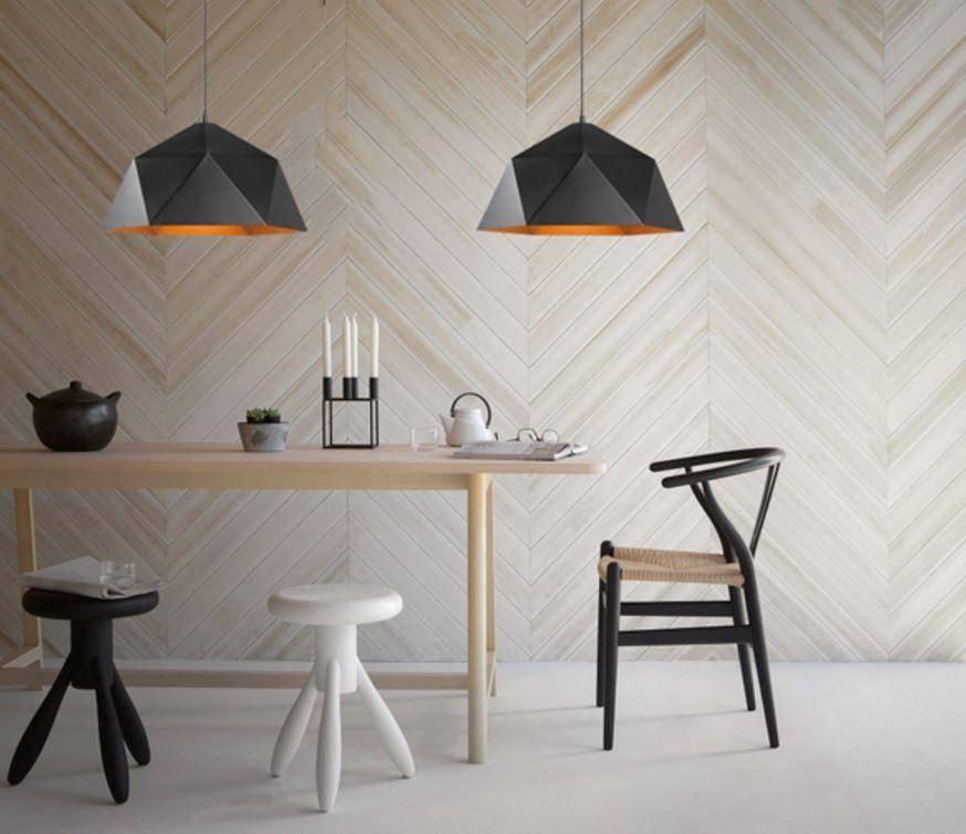 Chụp đèn với những hình thù khác nhau là điểm nhấn cá tính cho căn phòng