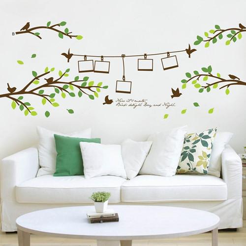 Một bức tranh đơn giản trên tường là ý tưởng không tồi trong phòng khách.