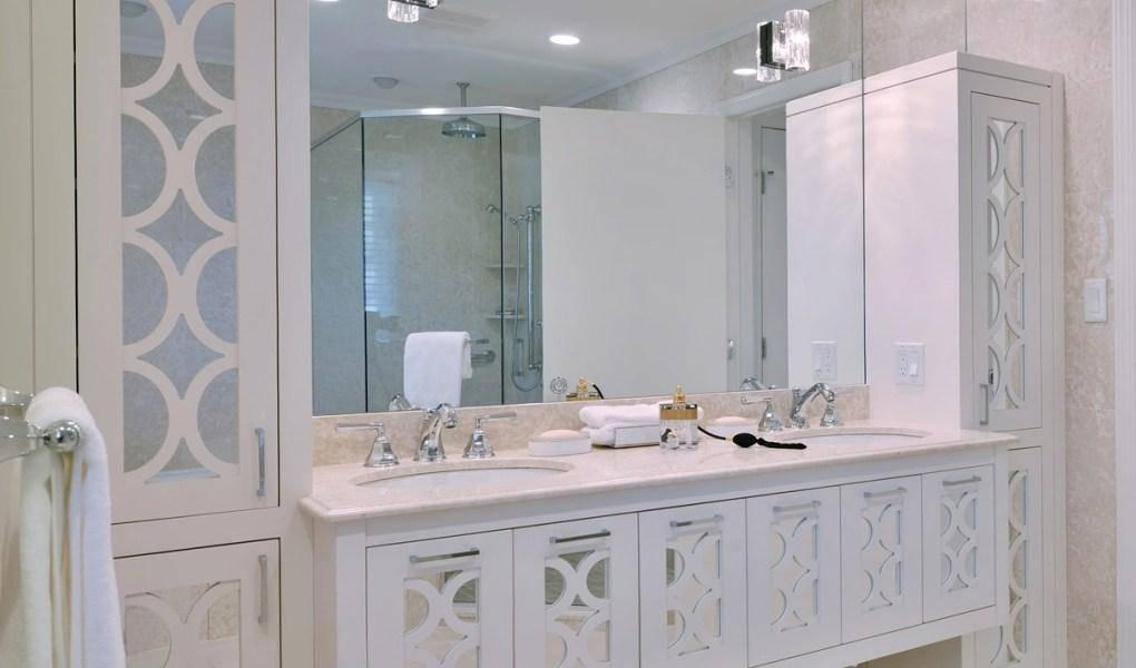 Gương lớn còn giúp tăng độ sáng của căn phòng khiến căn phòng luôn sáng sủa