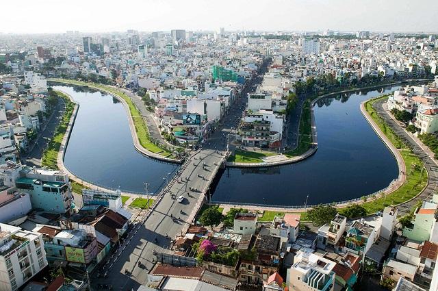 Thuyền du lịch trên kênh Nhiêu Lộc - Thị Nghè (Nguồn: Zing 2017)