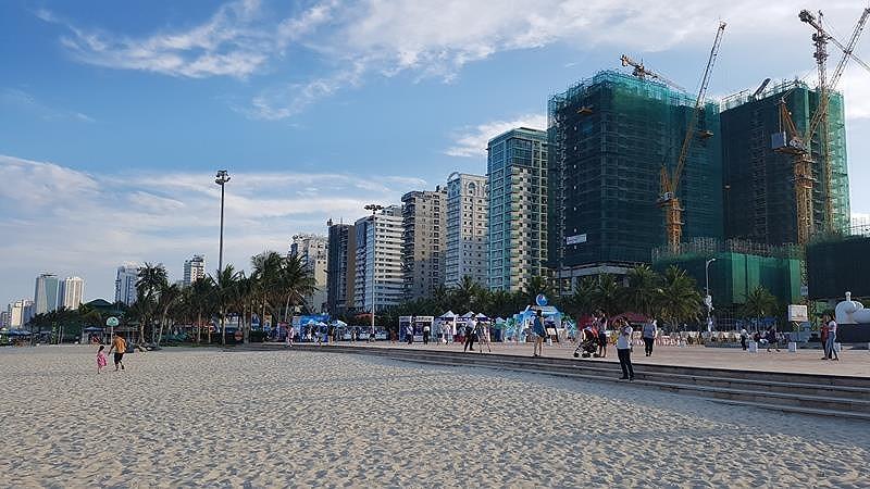 Khu vực có mật độ khách sạn ven biển lớn nhất Đà Nẵng. Ảnh: TẤN VIỆT