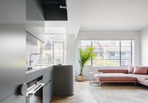 Không gian sống và nhà bếp hiện đại của căn hộ Sydney