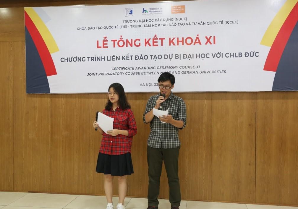 Đại diện sinh viên Phương Anh và Hoàng Đức phát biểu