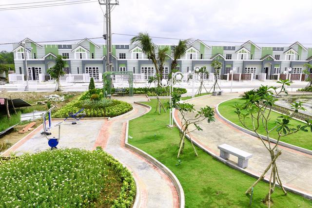 Theo ông Lâm, với lợi thế sống nước, Long An nên khai thác thêm khu nhà ở gắn liền với KĐT xanh (BĐS xanh) thay vì phát triển manh mún, bê tông hóa