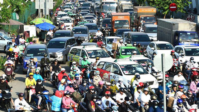 Việc thu phí ô tô lưu thông vào trung tâm TP HCM để hạn chế ùn tắc giao thông đang có nhiều ý kiến trái chiều